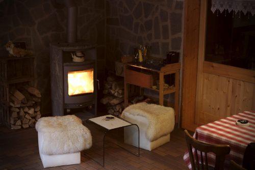 Ofen in der Gaststube - Innenraum | Naturfreundehaus Billtalhöhe | Waldgaststätte | Königstein im Taunus