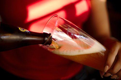 Bier eingießen | Naturfreundehaus Billtalhöhe | Waldgaststätte | Königstein im Taunus