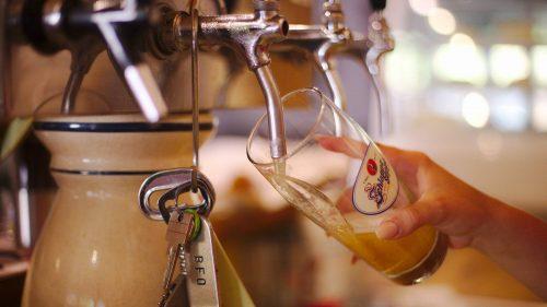Bier zapfen | Naturfreundehaus Billtalhöhe | Waldgaststätte | Königstein im Taunus