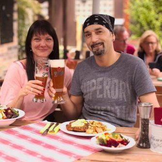 Anstoßen mit Bier | Naturfreundehaus Billtalhöhe | Waldgaststätte | Königstein im Taunus